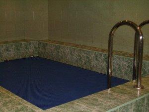 Сдаем дом на сутки на 35 человек с бассейном и спортивным залом