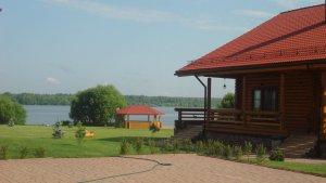 Сдаются в аренду два  дома на берегу Московского моря